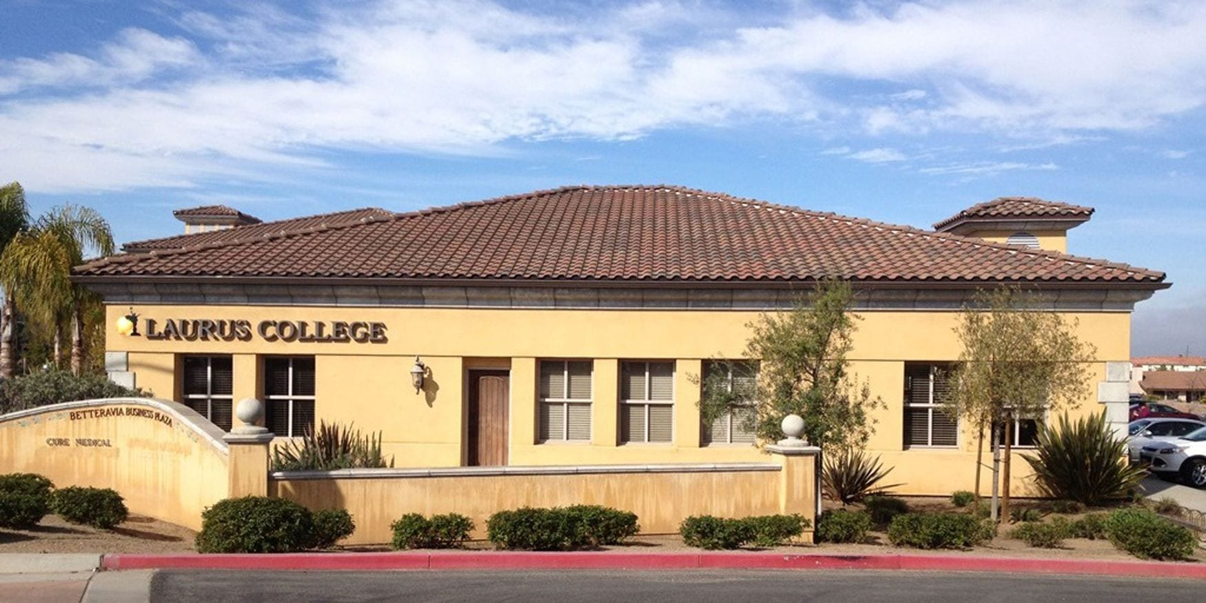 Photo of the Laurus College building in Santa Maria that houses the administrative offices