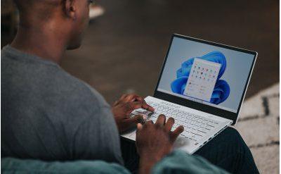 Man working on Windows 11 on a laptop